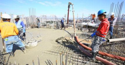 關島月薪12萬徵台灣水泥工,30年師傅應徵「拳頭硬了」:騙很大!