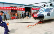 中國武術大師「蛋蛋拖行」5頓重直升機成金氏世界紀錄「鐵蛋」,過程讓男生都痛了!(影片)