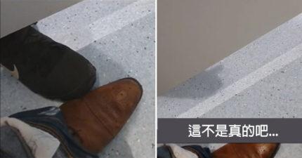 他在百貨公司蹲馬桶時聽到喘氣聲,隔壁的人「伸腳過來」看到一根影子超猥瑣在抽動... (影片)