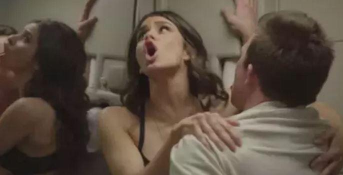 13則「證明你不該碰飛機上任何東西」的網友在飛機上亂來刺激體驗。#3 飛機上玩「有特別驚喜」是真的!