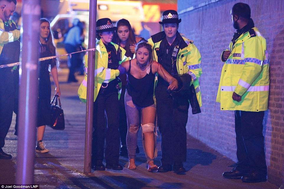 亞莉安娜針對演唱會恐攻崩潰道歉「都碎了」!倖存歌迷「身上都是人肉碎塊」留陰影!