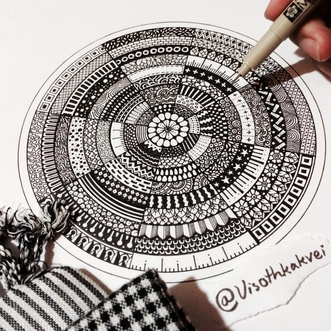 22張只用一隻筆畫「就會讓你眼睛看到脫窗」的超越3D神奇黑白畫作。
