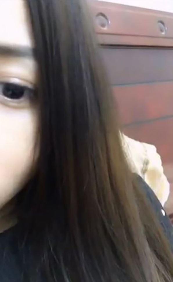 中國美麗女主播為了賺人氣,「開著直播」隨便找路人大叔到旁邊開始啪啪啪!