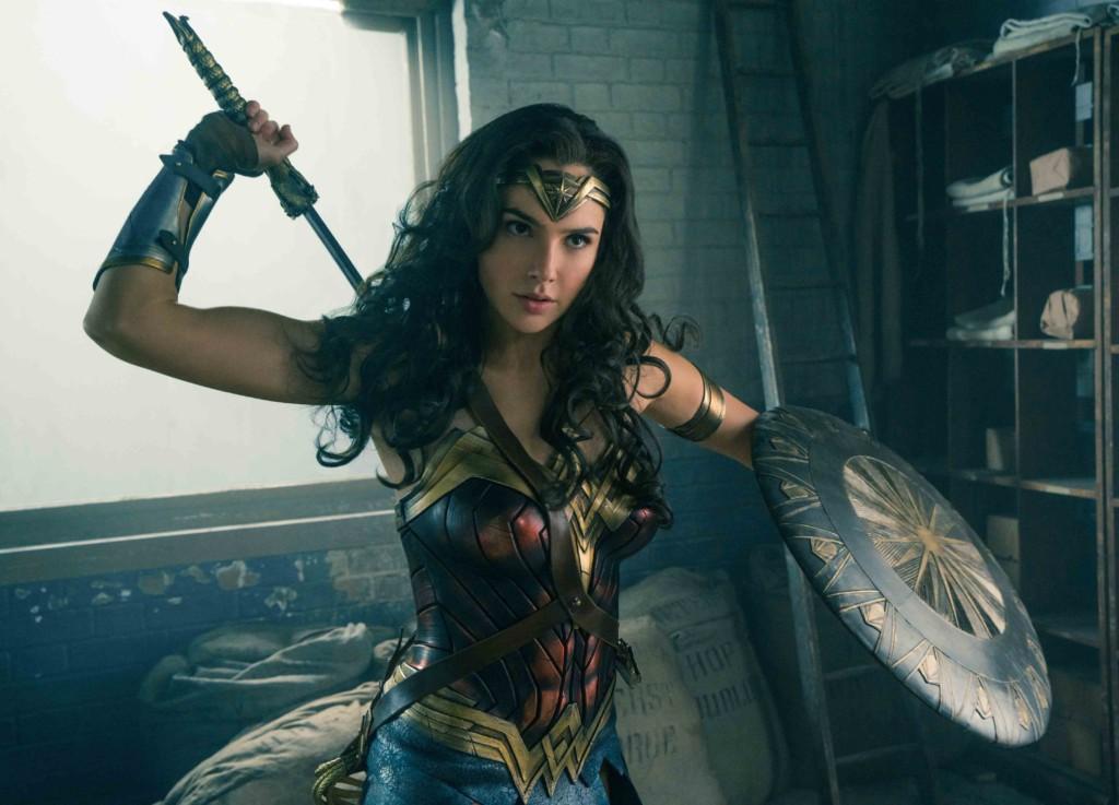 「神力女超人」蓋兒加朵曾經是拿著機關槍的女兵,現實世界中也是一名真正的女英雄!