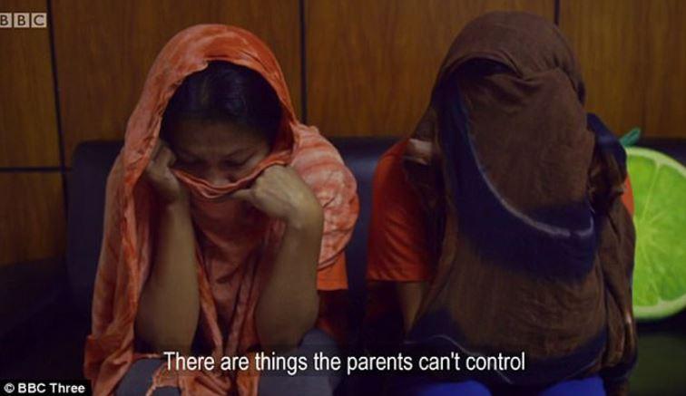 菲律賓姊妹「長年把孩子賣給戀童癖」過程全被臥底拍下,堅持:「是孩子的錯,他們自找的!」