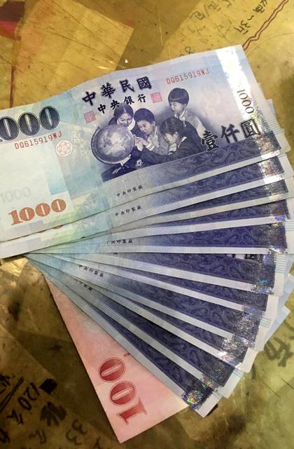 他亂移別人Gogoro「手賤8秒」慘賠1萬1!網友:「台灣人陋習不意外。」