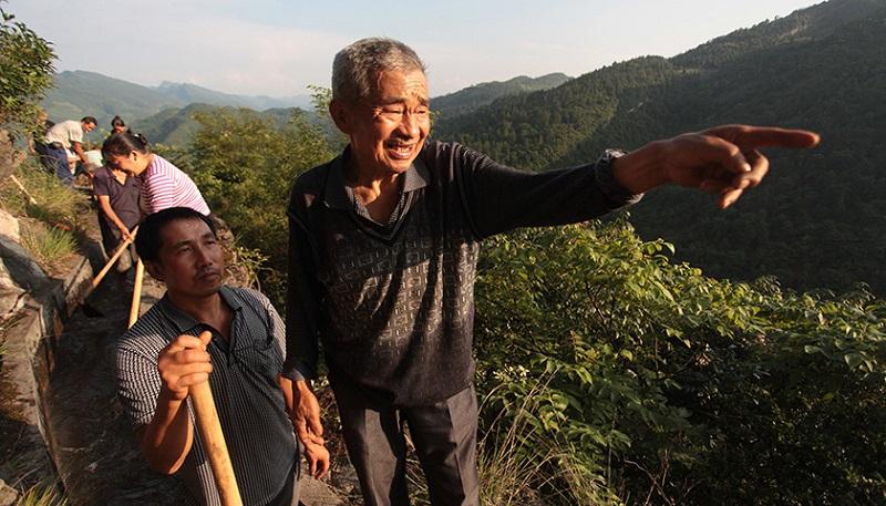 愚公再世!82歲翁花36年「絕壁開7.2公里天渠」,被嘲笑也堅持「現在完美景觀」根本是世界遺產!