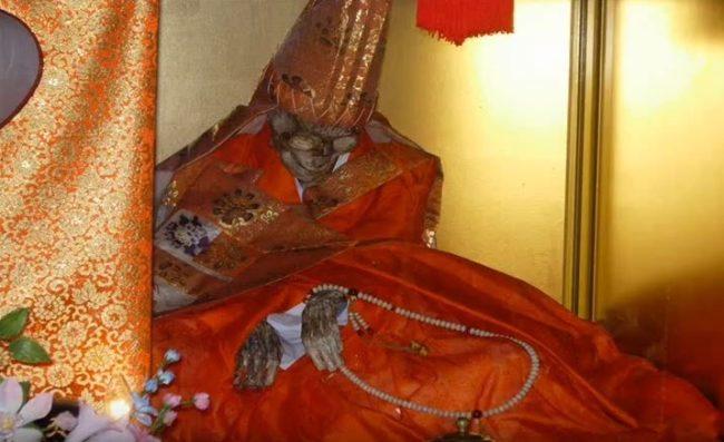 高僧如何「自我木乃伊化」?千年肉身菩薩「1000天比地獄還慘3步驟」成就不壞之身!