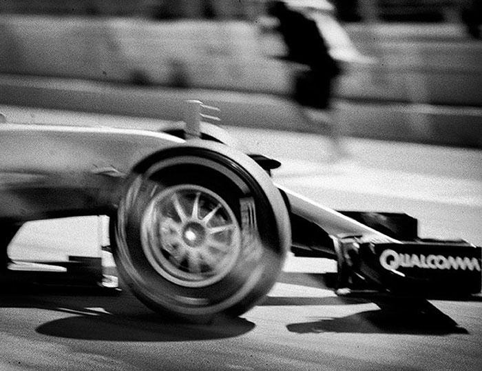 他用104年前的照相機拍現代最快的「F1賽車」照片,超精采每張都可以進博物館!(30張)