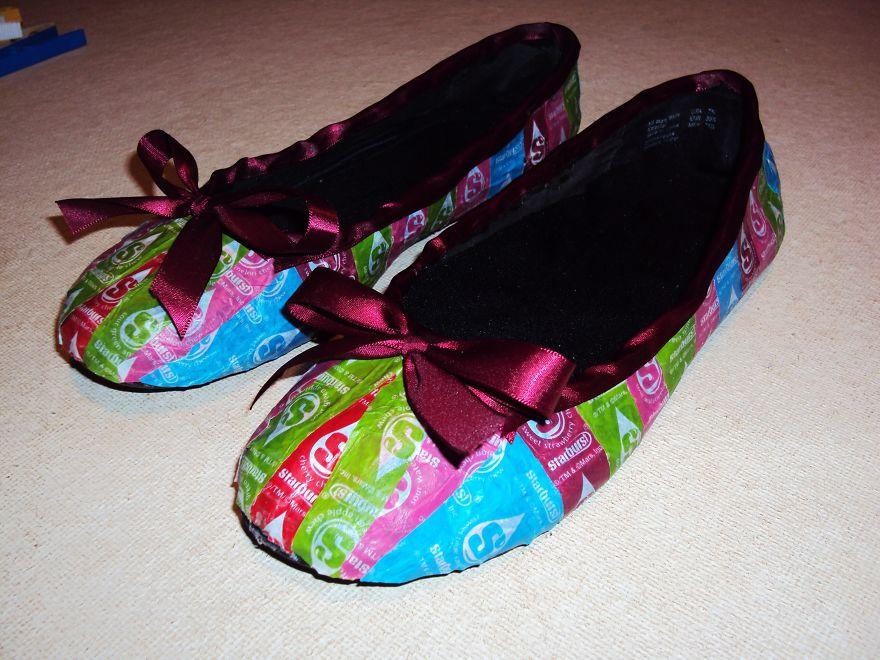 她花4年蒐集1萬張糖果紙打造「夢幻彩色洋裝」!看到全身超驚豔「鞋子也超美」!(11張)