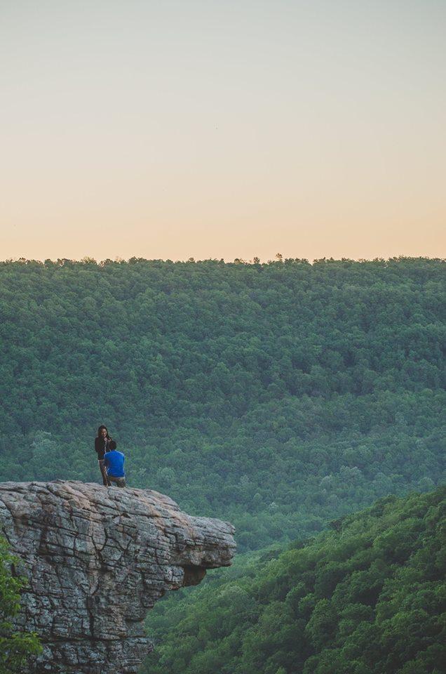 攝影師「半夜爬上山」花7個小時努力拍攝委託人向女友求婚,沒想到回家後才發現「拍錯人」!