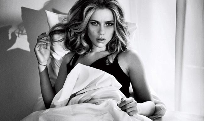 27張有史以來史嘉蕾·喬韓森最性感照片「外加超辣小秘密」。 #10 事業線太強差點害她喪命...