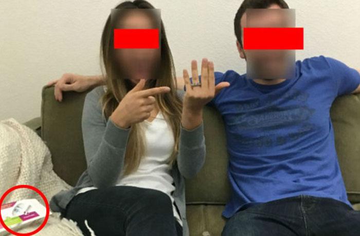 情侶開心的PO「訂婚照」,但背景「物品」讓雙方家長氣壞了!