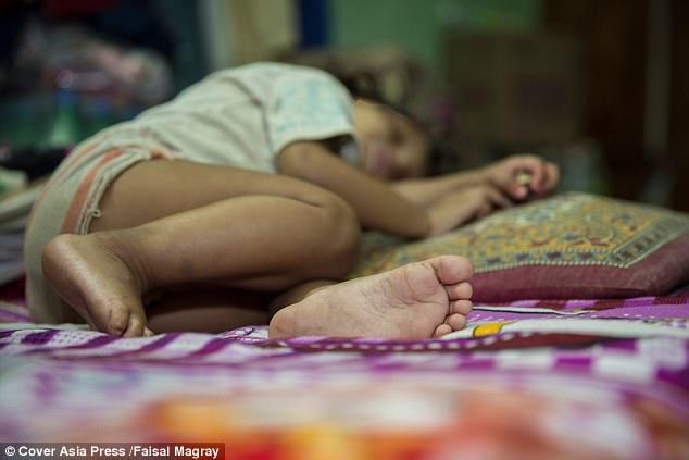 45歲鄰居性侵「1歲多剛學會走路女嬰」強暴15分鐘,「下體流血不止」媽媽崩潰...