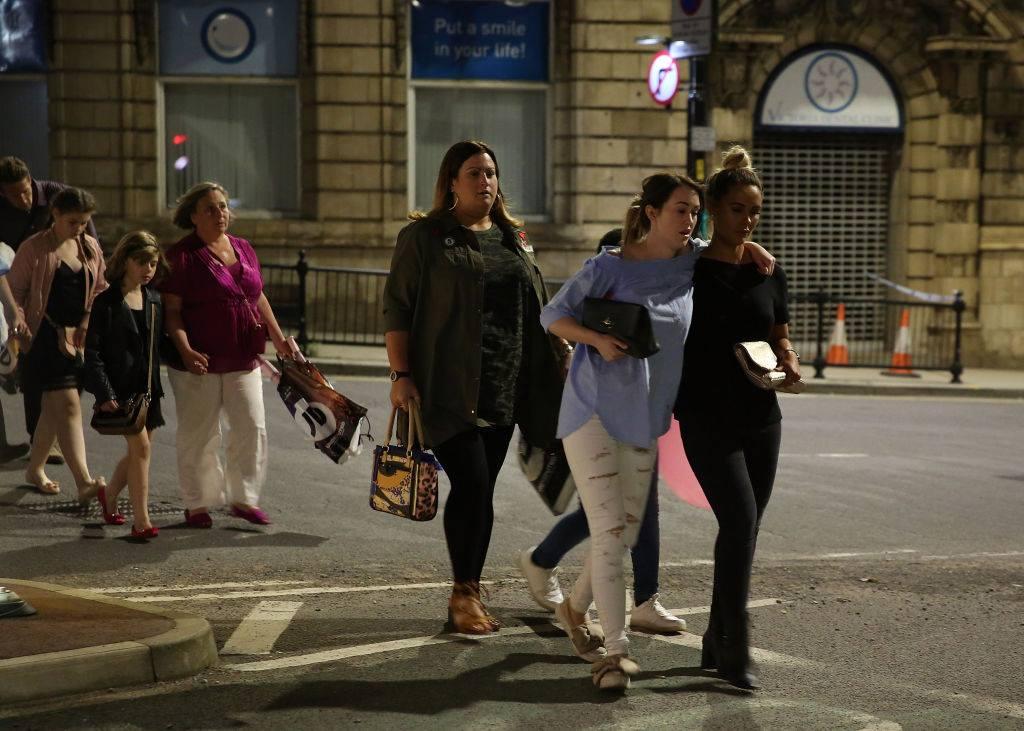 英勇拯救被封為「曼徹斯特的天使」!恐攻發生後她立刻「帶50名小粉絲逃去旅館」陪整晚。