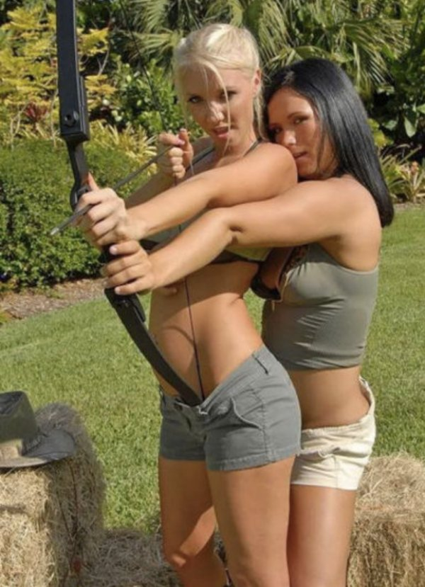 bow arrow archery girls 600 92 Pull and release with some archery girls (54 Photos)