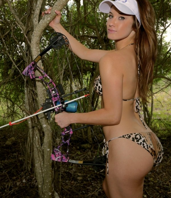 bow arrow archery girls 600 43 Pull and release with some archery girls (54 Photos)