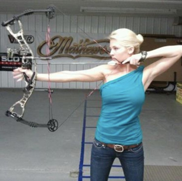 bow arrow archery girls 600 58 Pull and release with some archery girls (54 Photos)