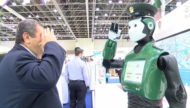杜拜推出「機器戰警」會看人類表情,預計在2030年佔全部警力的25%!