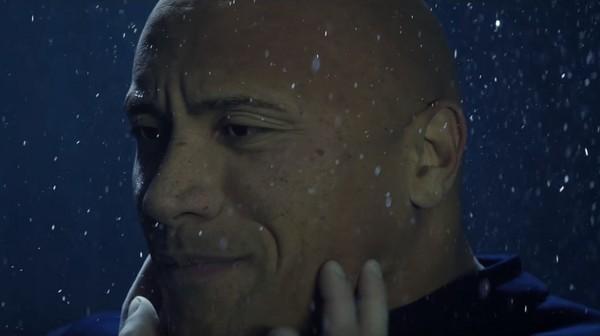 柴克艾佛朗自爆「和巨石強森濕吻感覺」!他:「一開始很怪但後面...」死而無憾!(影片)