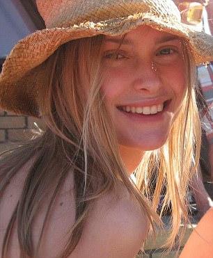 21歲正妹女大生半路「遭4男劫車輪姦」利刃狂刺勒死棄屍。0:12 追嫌犯畫面流出!(影片)