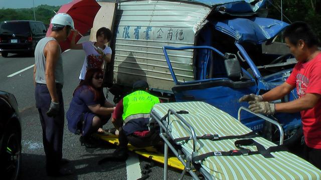 路上見車禍主動幫忙「熱心護理師」拯救無數人,但最後卻也「因為車禍」送命身亡...