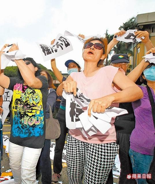 反同痛批釋憲像「911恐攻」摧毀台灣,家長痛哭「什麼鬼社會」公審大法官。