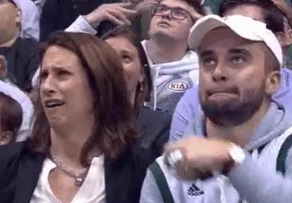 NBA球場上的「親親直播」攝影機拍到這對母子,禁忌的關係讓全場超尷尬...