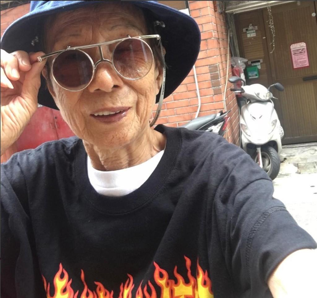 台灣88歲高齡「潮阿嬤」一張照片打破網友時尚觀念!網友:「我穿的比她像88...」