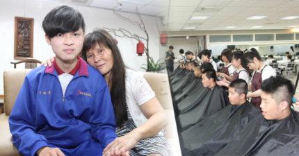 18歲孝子伴母抗癌「自己卻罹癌化療掉髮」,全班40人「陪剃光頭」超暖相挺!她:我多了40幾個兒子!