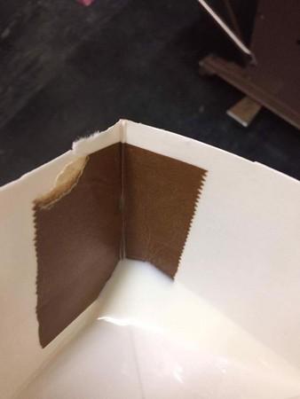 他在好市多買美國進口牛奶,剪開紙罐發現「內藏膠帶」問:「這是正常的嗎?」