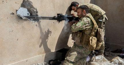 英軍神槍手「從2.5公里外」發射子彈,短短3秒「命中IS狙擊手喉頭」!