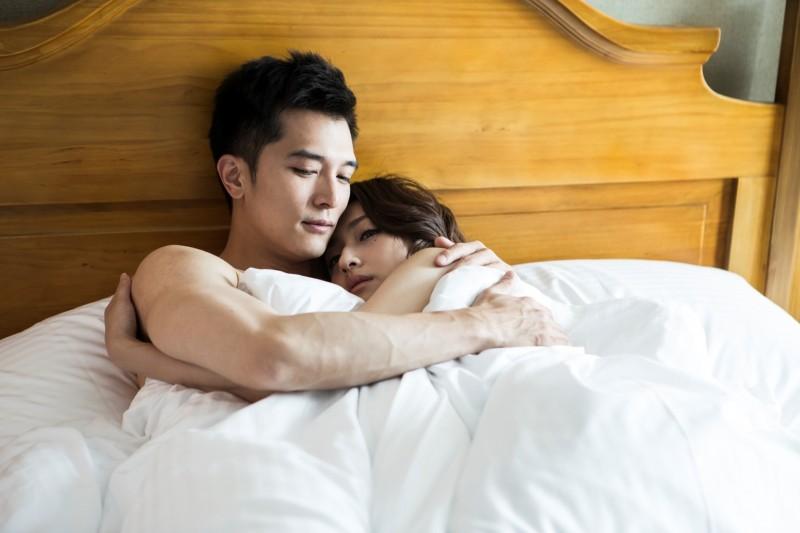 想知道女生愛愛是否真的高潮?專家透露「4種高潮反應」讓你知道另一半有沒有在裝!