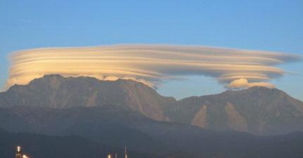 屏東大武山上出現了「空中奶油千層派」的奇景,台東拍到的「現象」更驚人!