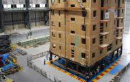 木頭房子抵擋不了地震嗎?日本的7層樓木屋受到「7.5級」模擬強震,結果讓人吃驚!