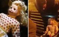 詭異娃娃突然轉頭問「我在哪?」,打開娃娃後發現「根本沒有電池」...(影片)