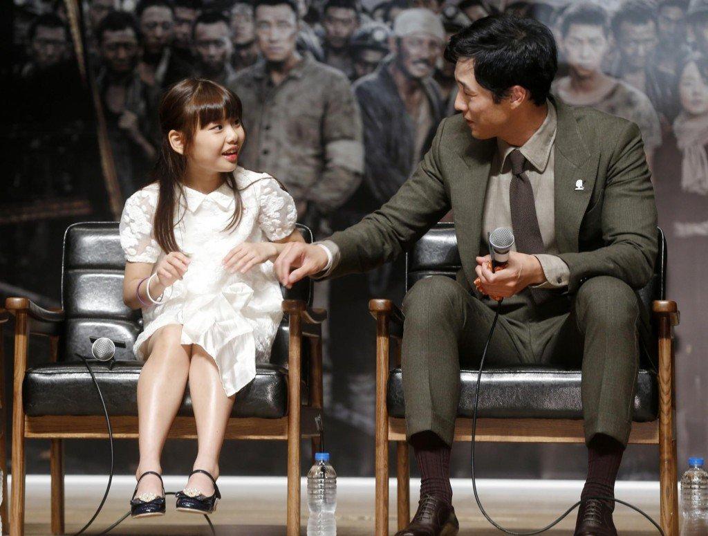 歐霸超暖!女童星坐下「裙子太短快走光」,蘇志燮「超紳士急智」貼心救援!