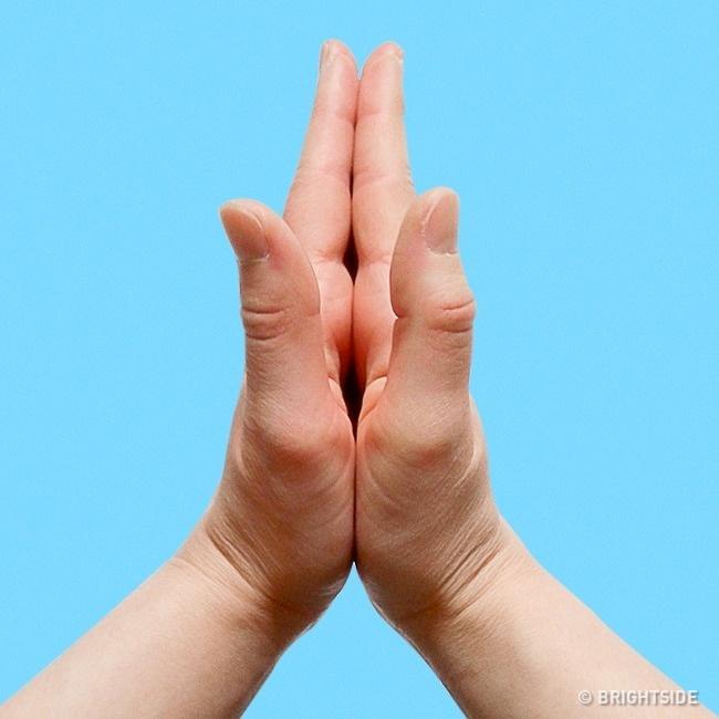8個把手指這樣放「就能讓身體自動痊癒」超神反射穴道療法!中指的正確用法!