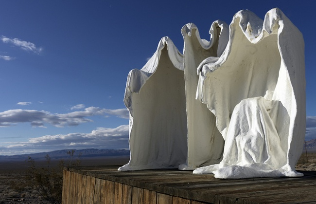 15個讓你感覺在平行宇宙的「突破現實」驚人雕塑品。