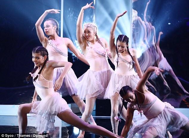 毒舌評審不再毒舌!幫參賽跳舞女孩「付300萬手術費」,他:「無法面對鏡子裡的自己...」感動網友!