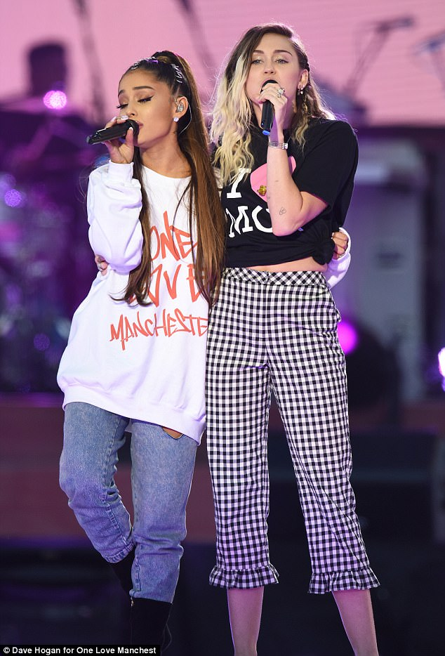 亞莉安娜舉行「曼徹斯特慈善演唱會」成功募款4億!她選的「最後一首歌」讓全場淚崩!(影片)