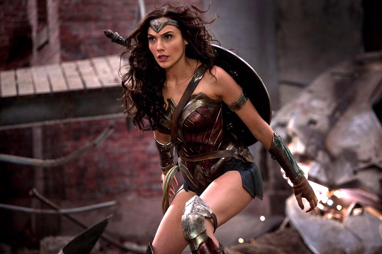 挺著大肚子拍的!蓋兒加朵就要放棄演戲「他一通電話」挽回《神力女超人》! 她:「根本不知道要演什麼角色」