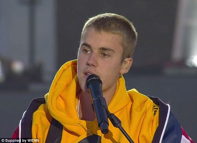 慈善演唱會上「小賈斯汀流淚演講」大獲好評,前女友賽琳娜也忍不住:「他真的很棒!」