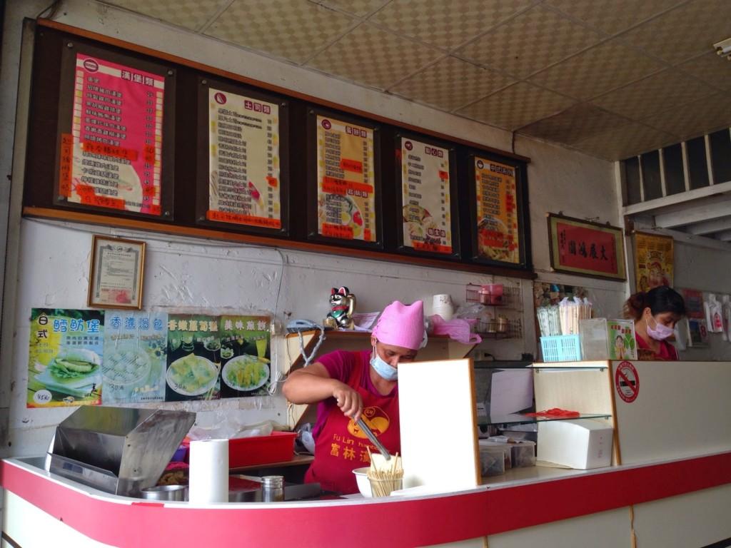 早餐店三明治20年沒漲價,成本到底多少錢? 網友:「不是靠食物賺錢!」