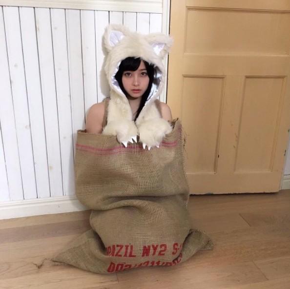 日本「千年一遇」美女剛滿18歲,被砸1億拍「全裸寫真」!