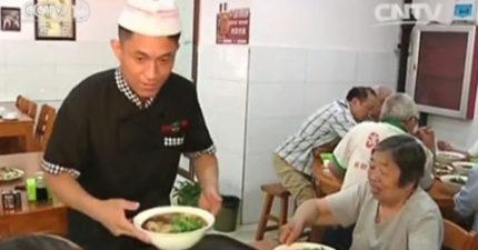 麵館老闆7年來堅持「每天免費供餐」給70歲以上老人!上中國好人榜的他:我們都會老,讓社會更有愛!