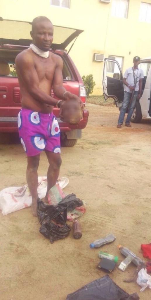 奈及利亞警方逮捕一名帶著「女人頭、陰道」在開車的男子。網友:笨警察害了好幾條人命