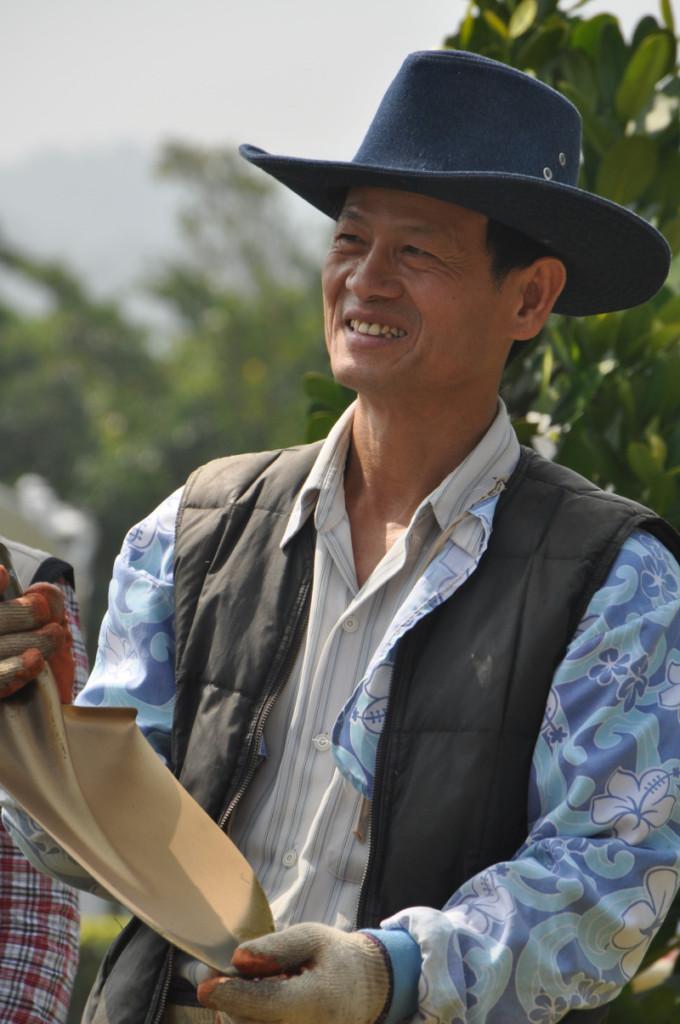 「台灣樹王」花費「30年+20億」在垃圾山頭種樹,現在種出30萬棵他說:「絕不傳子」!