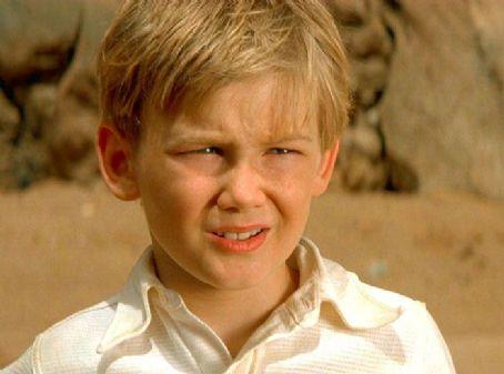 10位《神鬼傳奇》演員「18年前 VS 現在」驚人對比照!#10「主角兒子」長大電眼魅力帥慘!