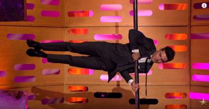 柴克艾弗隆被質疑「有吊鋼絲」,他現場抓鋼管表演「人體國旗飄」帥翻所有人!
